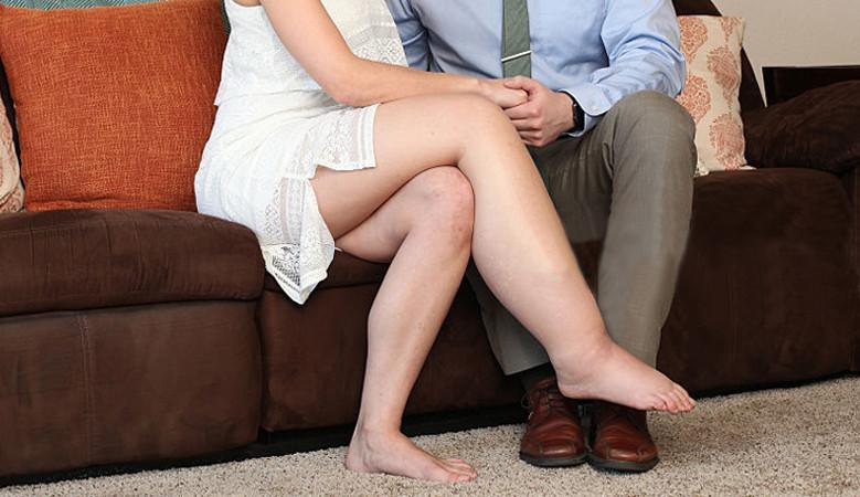 visszérrel a láb vastagabb, mint a másik)